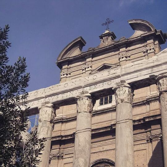 TEMPLE-OF-ANTONINO-AND-FAUSTINA:-TWO-BUILDINGS-IN-ONE