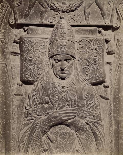 TOMB-OF-POPE-MARTINO-V